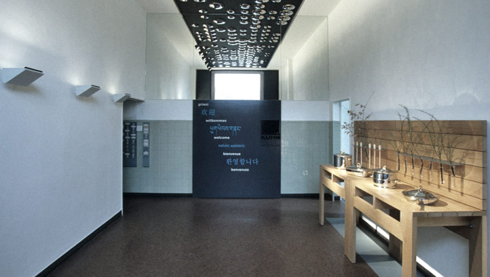 Eingangshalle Kuhn Rikon - by MANTEL Architects